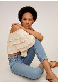 Mango - NEWMOM - Slim fit jeans - hellblau - 3