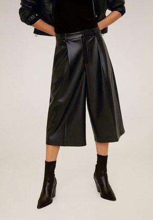BERMU - Shorts - black