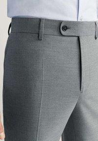 Mango - BRASILIA - Pantaloni eleganti - gray - 4