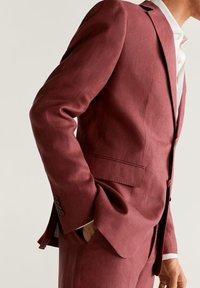 Mango - FLORIDA-I - Suit jacket - wiśniowy - 4