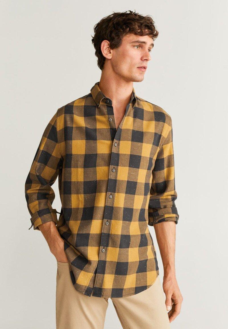 Mango - NORMAN - Skjorta - ochre