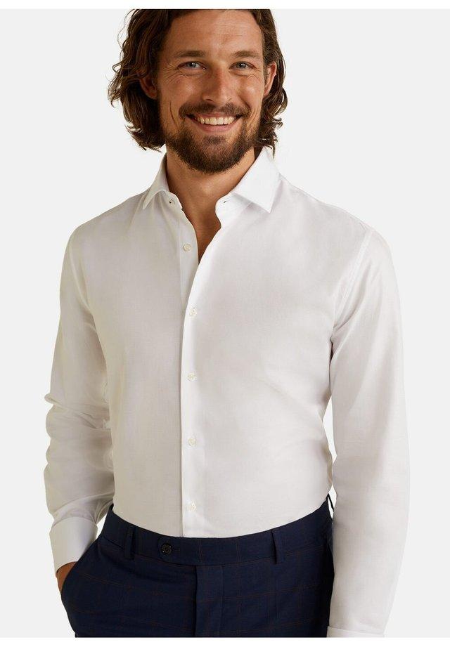 REGULAR FIT TAILORED HEMD AUS BAUMWOLLE - Business skjorter - weiß