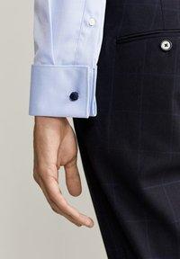 Mango - MASNOU - Camicia elegante - himmelblau - 4