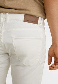 Mango - PISA - Jeansy Slim Fit - white - 4