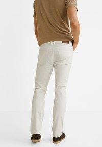 Mango - PISA - Jeansy Slim Fit - white - 2