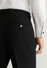 Mango - BRASILIA - Pantaloni eleganti - black - 4