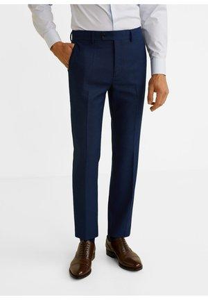 SLIM FIT ANZUGHOSE MIT MIKROSTRUKTUR - Pantaloni eleganti - nachtblau