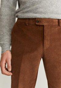 Mango - SLIM FIT-CORDHOSE - Pantalon classique - mittelbraun - 3