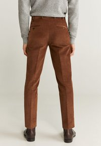 Mango - SLIM FIT-CORDHOSE - Pantalon classique - mittelbraun - 2