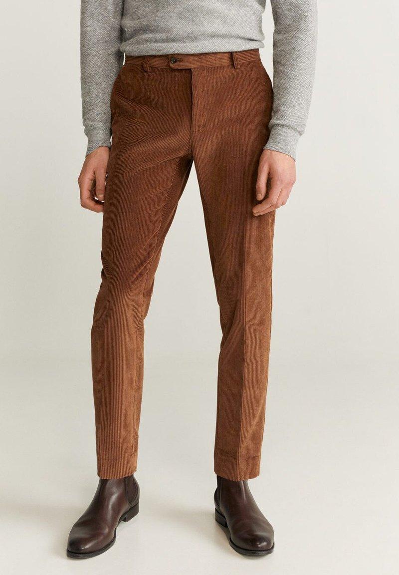 Mango - SLIM FIT-CORDHOSE - Pantalon classique - mittelbraun