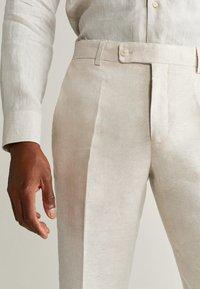 Mango - FLORIDA - Pantalon de costume - ecru - 3