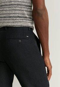 Mango - OYSTER - Trousers - schwarz - 5
