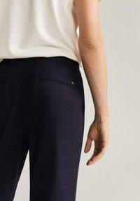 Mango - NOLAN7 - Pantaloni - dunkles marineblau - 4
