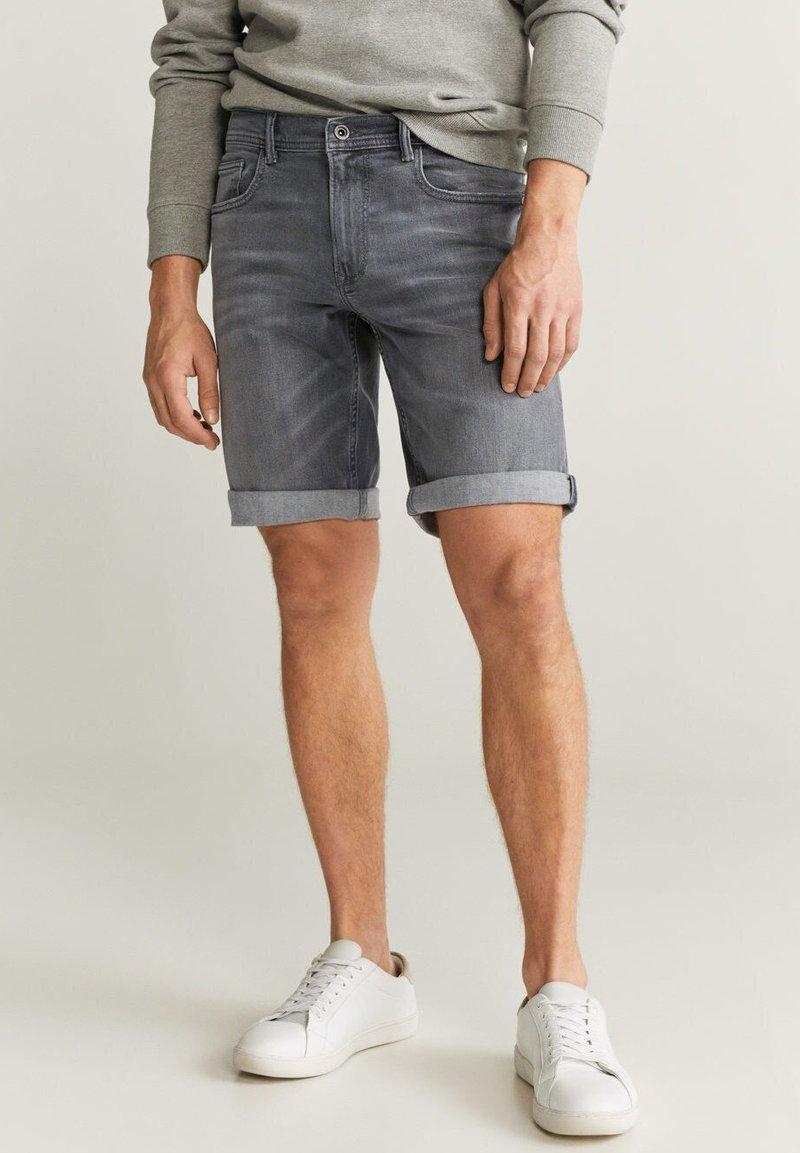 Mango - ROCKH - Szorty jeansowe - grey denim