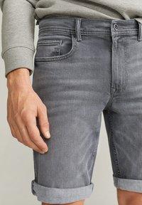 Mango - ROCKH - Szorty jeansowe - grey denim - 4