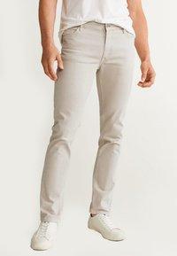 Mango - ALEX - Jeans slim fit - beige - 0