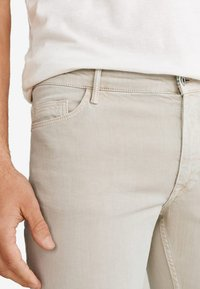 Mango - ALEX - Jeans slim fit - beige - 4