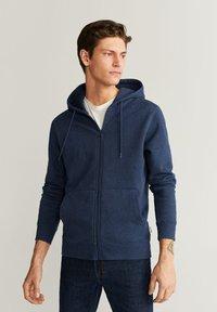 Mango - BADY - Zip-up hoodie - indigoblau - 0