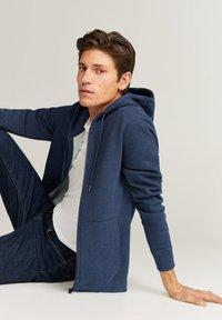 Mango - BADY - Zip-up hoodie - indigoblau - 4
