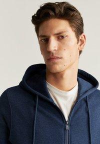 Mango - BADY - Zip-up hoodie - indigoblau - 3