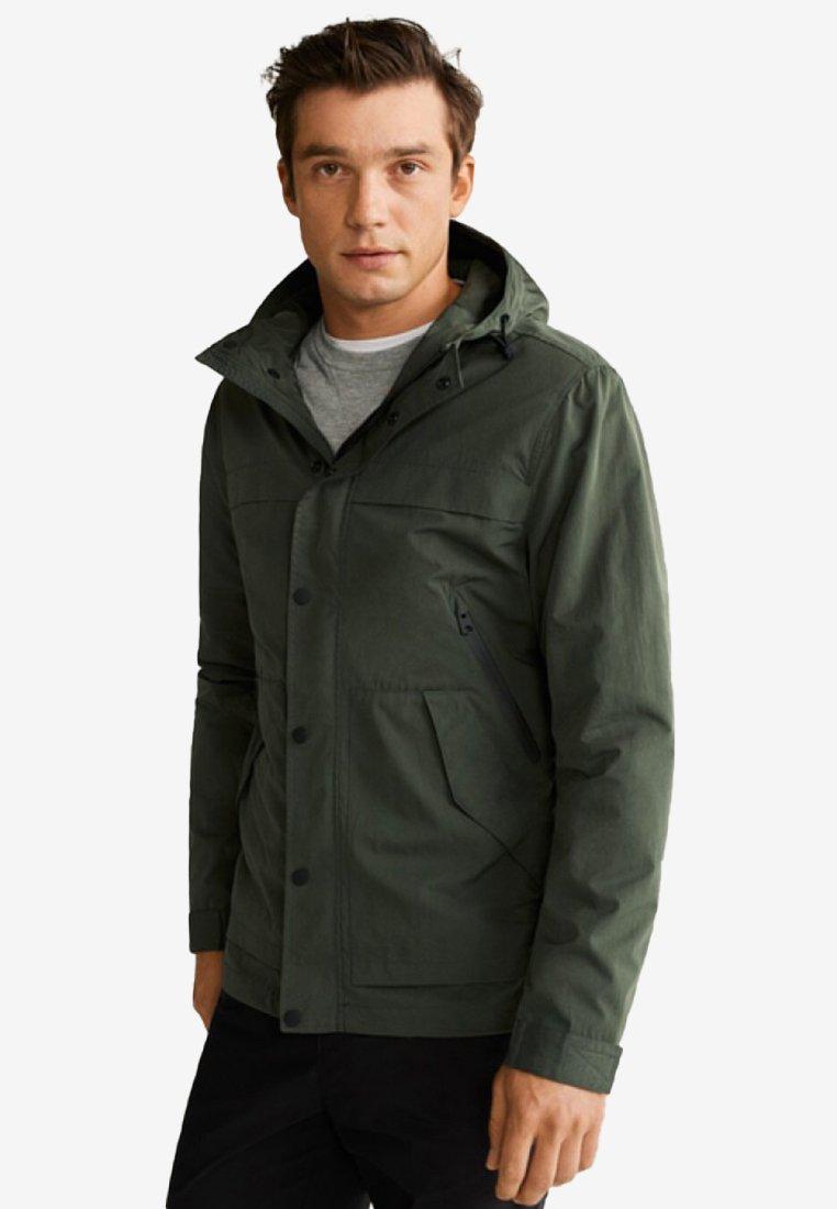 Mango - SUFI - Regenjacke / wasserabweisende Jacke - khaki