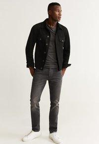 Mango - RYAN5 - Giacca di jeans - black denim - 1