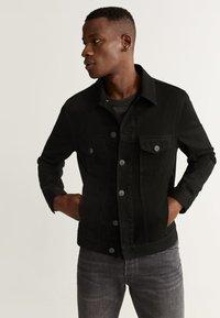 Mango - RYAN5 - Giacca di jeans - black denim - 0