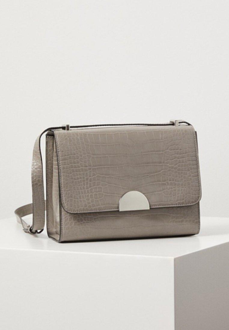 Mango - ECUADOR - Across body bag - gray