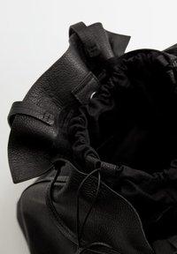 Mango - Fillat - Håndveske - black - 3