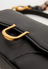 Mango - EQUESTRE - Handtasche - black - 4
