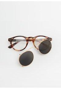 Mango - CLIP - Sonnenbrille - kognac - 4
