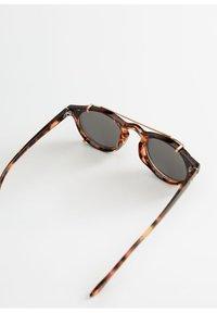 Mango - CLIP - Sonnenbrille - kognac - 2