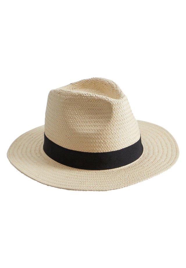 STRAW - Hattu - open beige