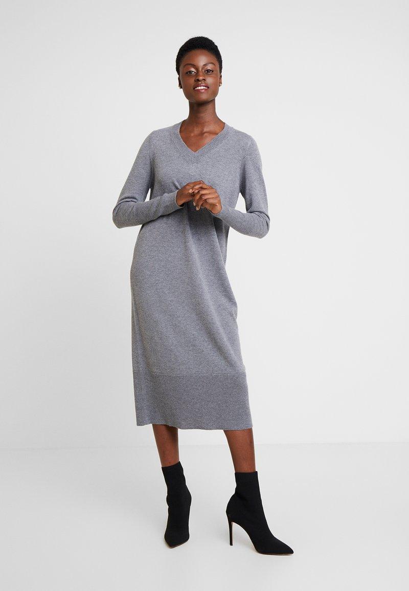 MAERZ Muenchen - Jumper dress - gravel grey