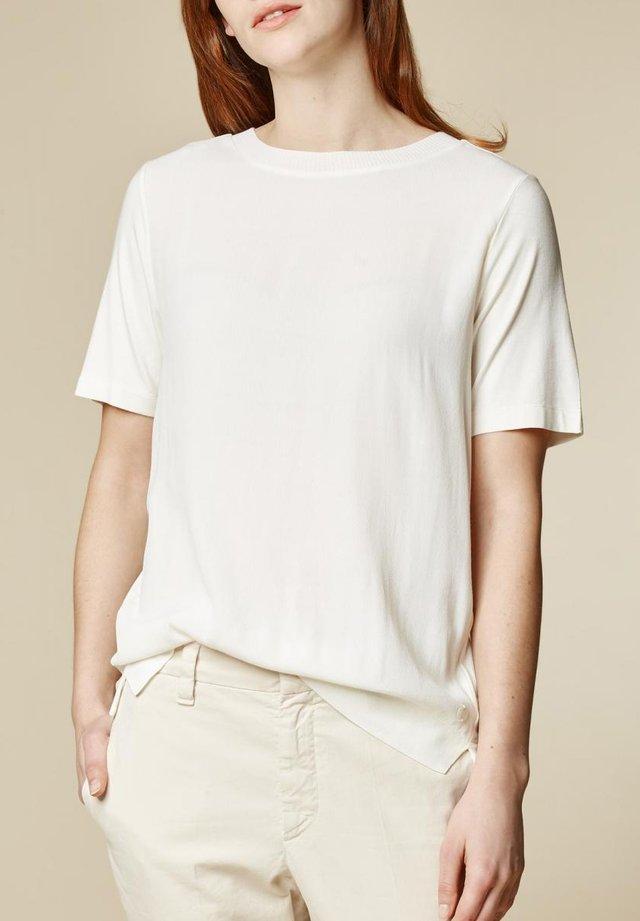 Basic T-shirt - mascapone