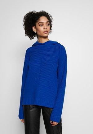 Strikkegenser - bright blue