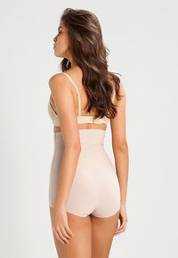 Maidenform - SLEEK SMOOTHERS - Muotoileva alusasu - paris nude - 2