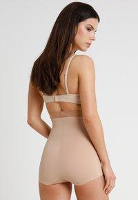 Maidenform - FIRM FOUNDATIONS  STAY PUT HI-WAIST BRIEF - Shapewear - nude/beige - 2