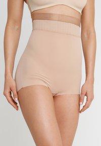 Maidenform - FIRM FOUNDATIONS  STAY PUT HI-WAIST BRIEF - Shapewear - nude/beige - 0