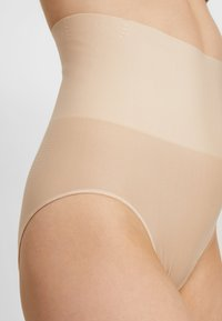 Maidenform - TAILORED BRIEF TAME YOUR TUMMY - Shapewear - nude - 4