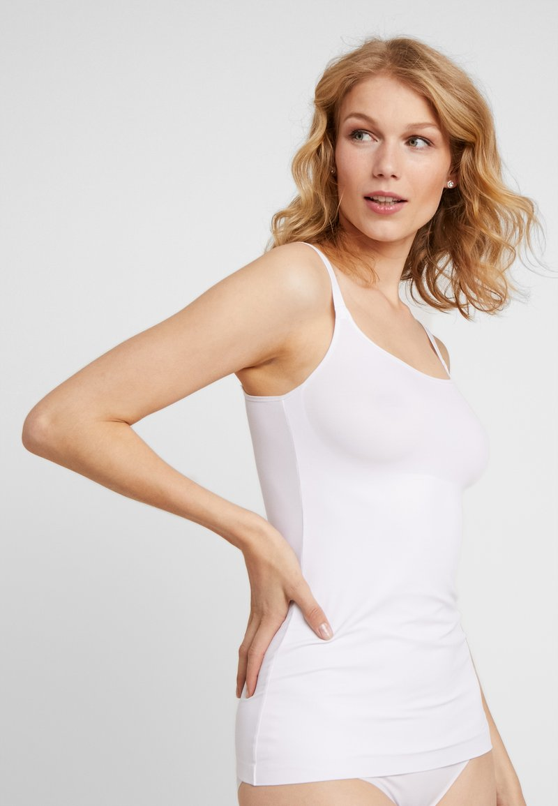 Maidenform - SHAPING CAMISOLE COVER YOURBASES - Shapewear - white