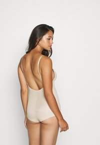 Maidenform - EASY GLIDE ON AND OFF LOW BACK COOL COMFORT - Badpak - nude - 2