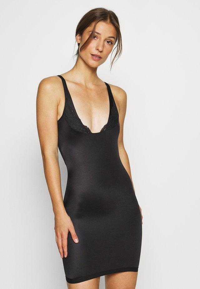 DRESS - Muotoileva alusasu - black