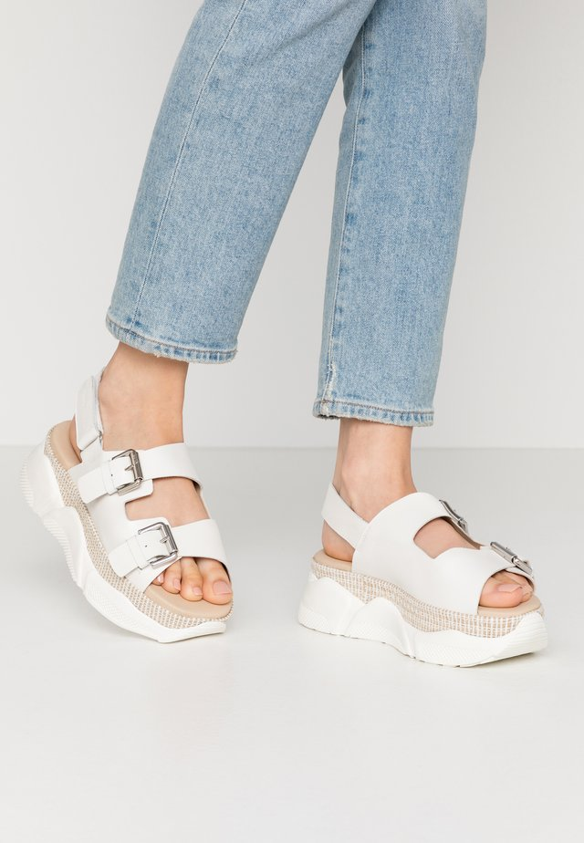 ELLEN 1B - Sandály na platformě - white