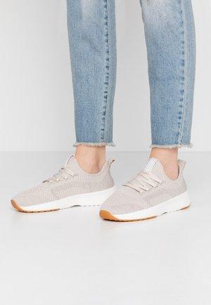 LOLETA - Sneakers - sand
