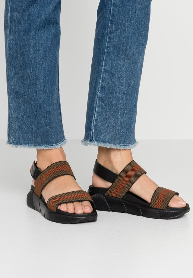 SPORTY  - Sandály na platformě - black