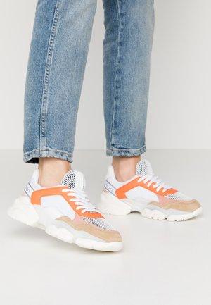 JULIA - Sneakers laag - orange