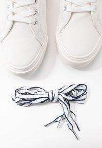 Marc O'Polo - VENUSE  - Sneakersy niskie - offwhite - 7