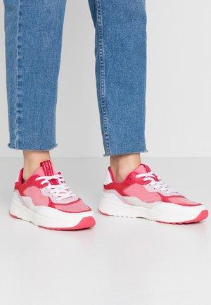LOLETA  - Sneaker low - rose