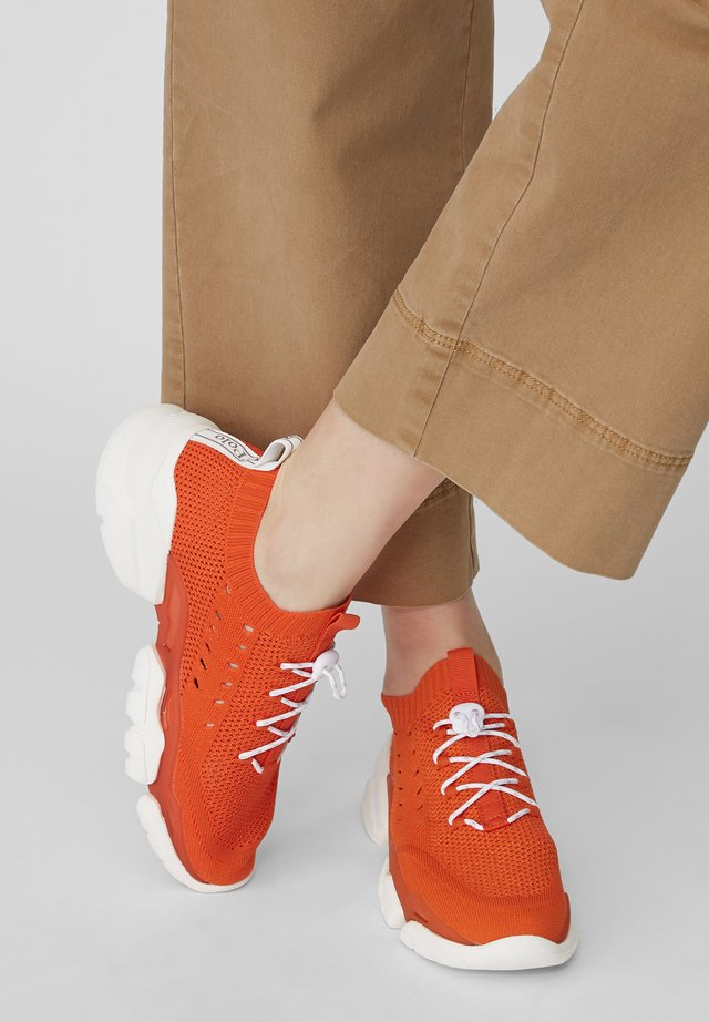 BASKETS EN TRICOT - Sneaker low - red